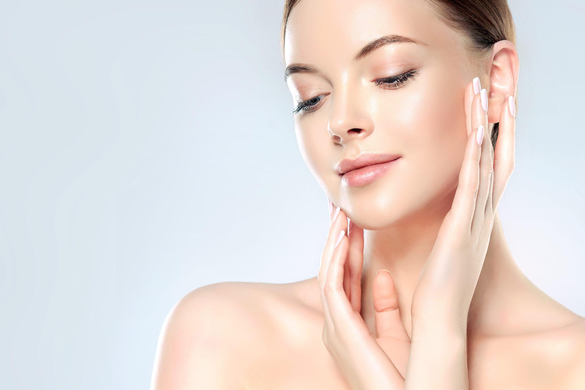 Jakie kosmetyki stosować przy cerze tłustej?